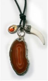 Geluksketting met lieveheersbeest, tand en rood steen