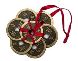7 Feng Shui geluksmunten met rood lint