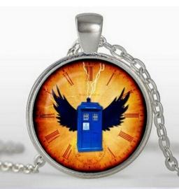 Glazen hanger met ketting Dr Who Tardis met vleugels