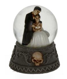 Eternal Vows - skeletaal Gothic bruidspaar in waterbal - 9 cm hoog