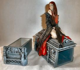 Await the Night - Gothic sieradendoos van Anne Stokes