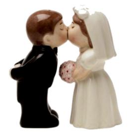 Zout en Peper set zoenende Bruid en Bruidegom - 10 cm hoog