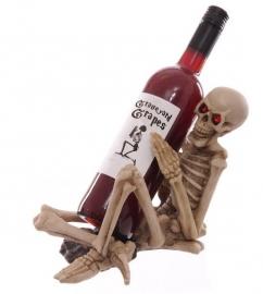 `One too many` Gothic wijnflessenhouder met rode ogen
