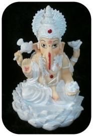 Ganesha wit op grote lotus 15 cm hoog