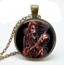 Glazen hanger met ketting skelet met doodskop met horens
