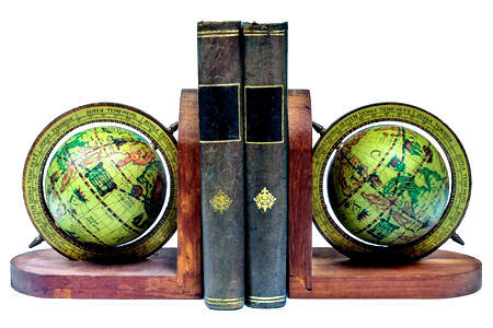 boekensteunen wereldbollen hout twee boeken.jpg