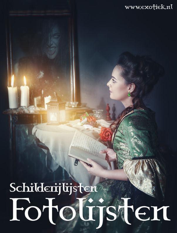fotolijsten schilderijlijsten spiegels meisje met kaarsen rozen en boek gothic victoriaanse kleren donkere kamer.jpg