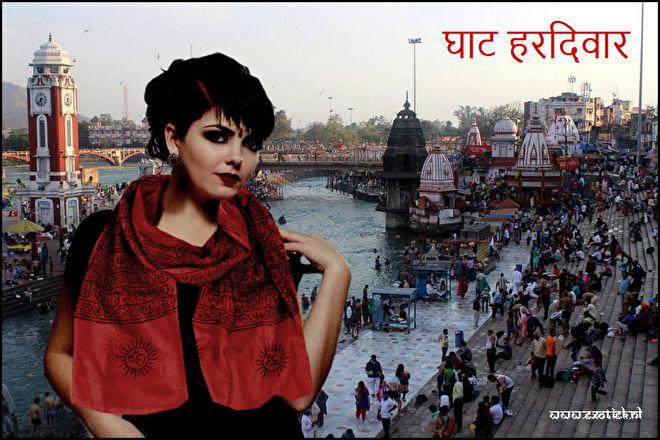 ghats haridwar meisje met benares sjaal.jpg