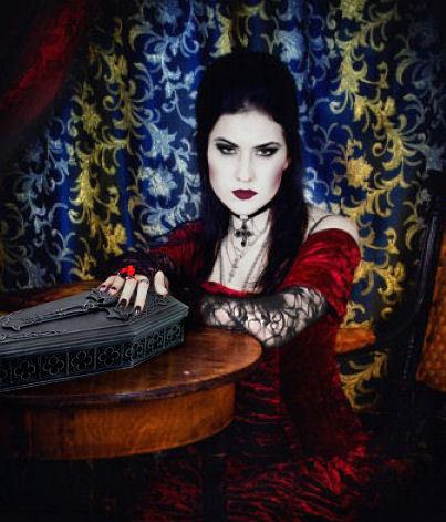gothic meisje doodskist doos.jpg