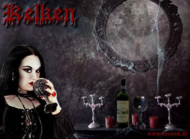gothic meisje met kelk, kaarsen, spiegel en wijnfles 8.jpg
