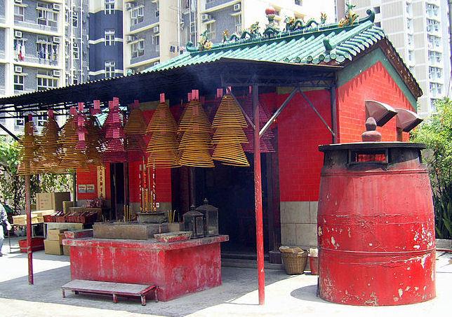 het branden van wierook TinHauTemple Hong Kong - foto graaf Chong Fat.jpg