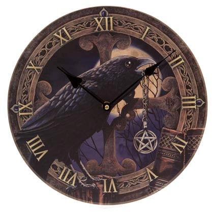 klok talisman zwarte raven met pentagram.jpg