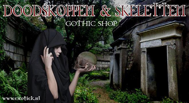 meisje in het zwart met doodskop in highgate kerkhof 4.jpg