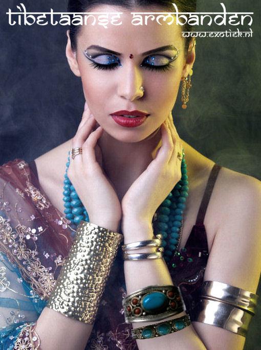 meisje met indiase en tibetaanse stijl armbanden 2.jpg