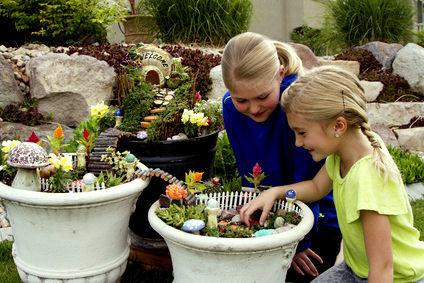 meisjes met een fee tuintje 2.jpg