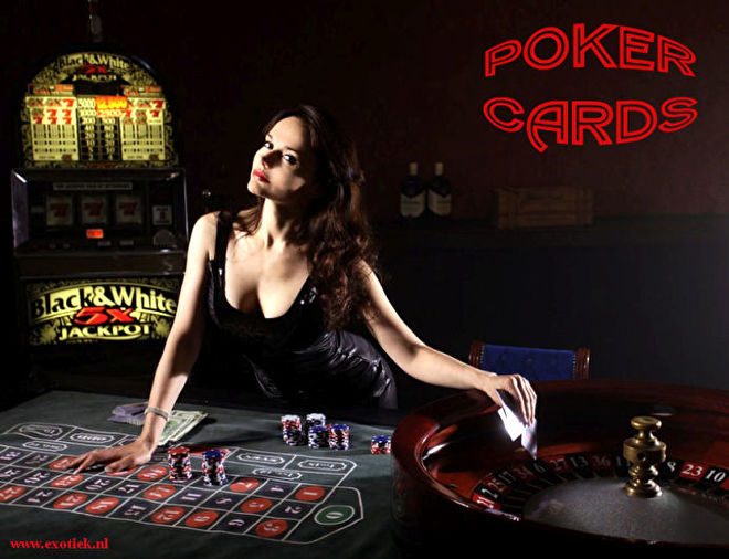 poker cards meisje in casino.jpg
