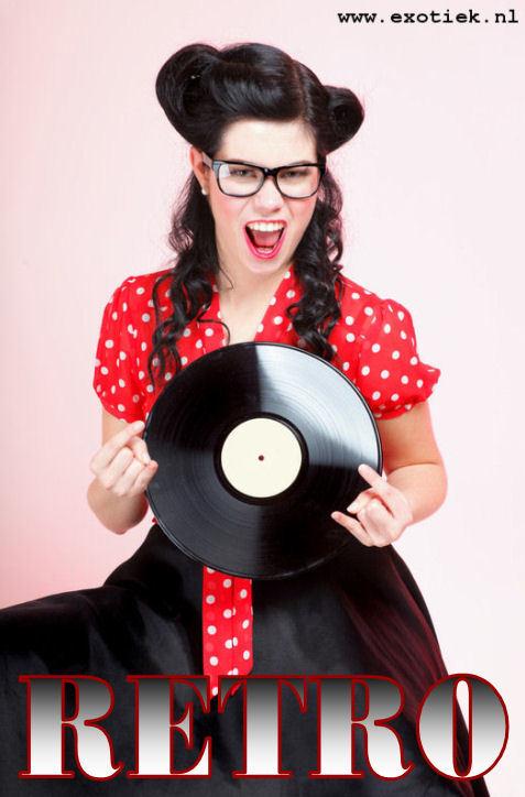 retro meisje met grammafoonplaat 2.jpg