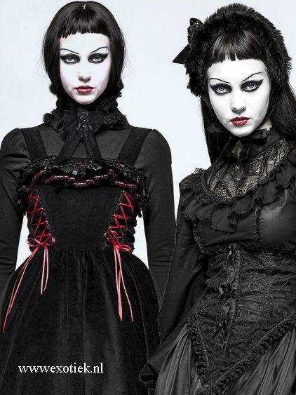 tweeling met gothic choker.jpg
