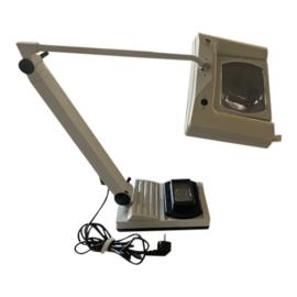 Tweedehands loeplamp van Waldmann met zwenkarm en tafelvoet - 16809511