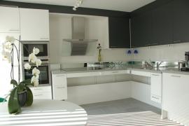 In hoogte verstelbare keuken, aangepaste keuken