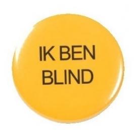 """Button: """"Ik ben blind"""", gele button met zwarte tekst"""