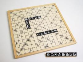 Scrabble voor slechtzienden met grote duidelijke cijfers en letters