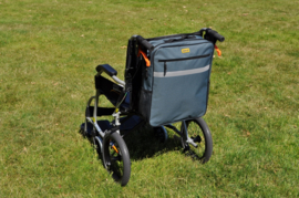 Ruime rolstoeltas met reflecterende strepen