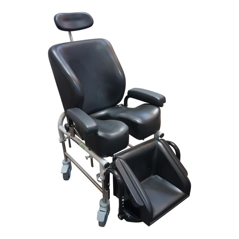 Tweedehands kinder douchestoel op wielen met voorgevormde zitting en rug - 16797633