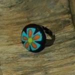 Strakke  (zwart-metalen) ring met stofknoop