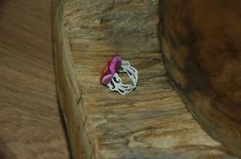 Barokke witte ring met stofknoop