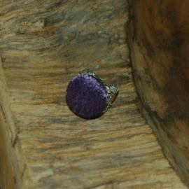 Barokke (zilverkleurige) ring met stofknoop