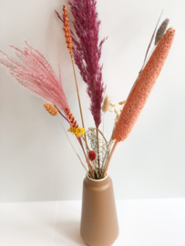 Vaas met droogbloemen bont