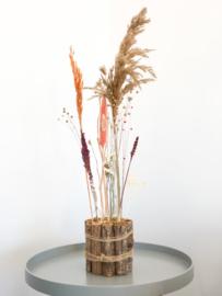Droogbloemen op hout
