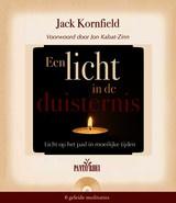 Jack Kornfield: Een licht in de duisternis - licht op het pad in moeilijke tijden (met CD)