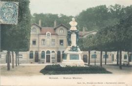 © 1905 - FRANCE Statue of Menier
