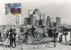 ® 1987 - CATA 1368 Primitieve hut en flatgebouw