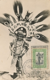© 1954 - PAPUA Local headdress