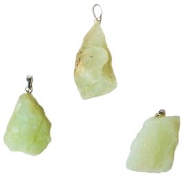 New Jade ( Serpentijn )  ruwe hanger +- 3,5 cm