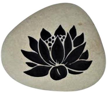 Steen met een Lotusbloem 8,5 x 7 cm