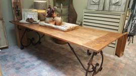 Floris tafelblad  - oud teakhout -  met onderstel Smeedijzer Romano