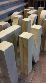 "Cijfers en letters van steigerhout  "" opgedikt  "" naar 6 cm, v.a. 25 cm hoog"