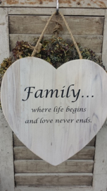 NIEUW > Teksthart   40 cm white wash ... Family, where life begins ...