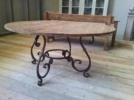 Floris tafel Ø oud teakhout met smeedijzeren onderstel
