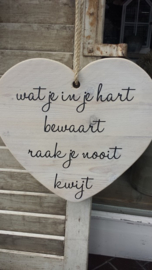 Teksthart 40 cm white-wash  , Wat je in je hart bewaart......