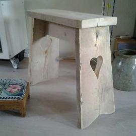 Kruk  > hartkrukje van steigerhout  60 x h 50 x 20 cm