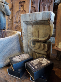 Oud houten blok ornament > kandelaar