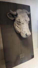 Koe op houten wandbord