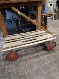 Oud houten kar