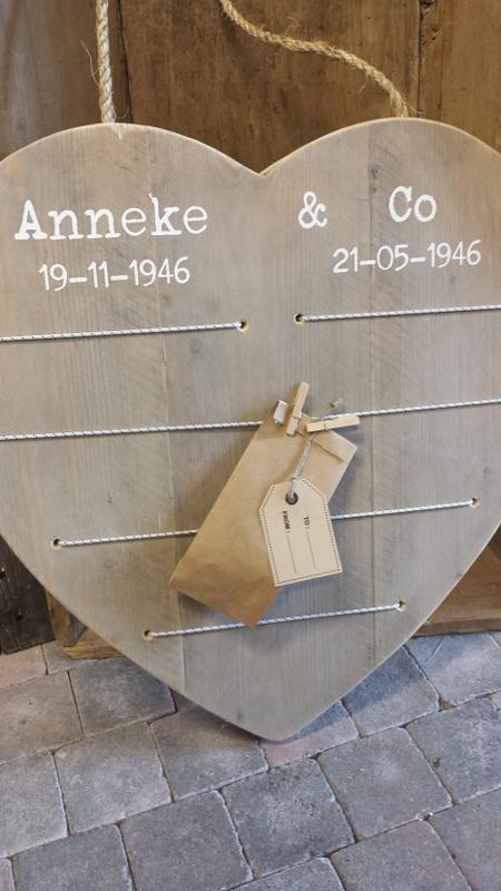 Hart 60 cm van steigerhouten > Jubileum-Hart met elastieken en knijpertjes