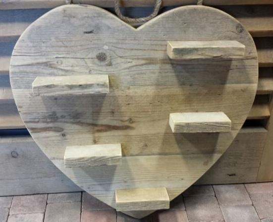 Hart van steigerhout 60 cm met plankjes.